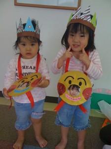 小笹長丘保育園の5月生まれの誕生日の園児さん2人
