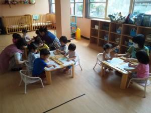 大きい子も小さい子もみんな制作をしています。